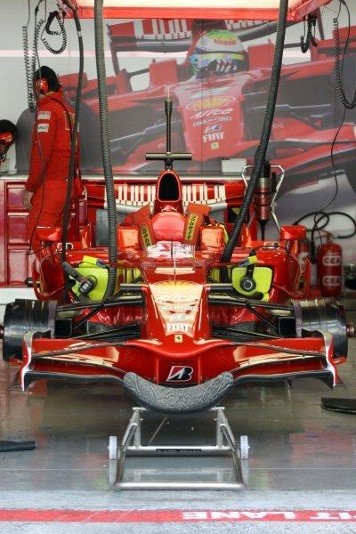 Car of Luca Badoer (ITA) Ferrari in the pits. Formula One Testing, Day Three, Algarve Motor Park, Portimao, Portugal, 17 December 2008.