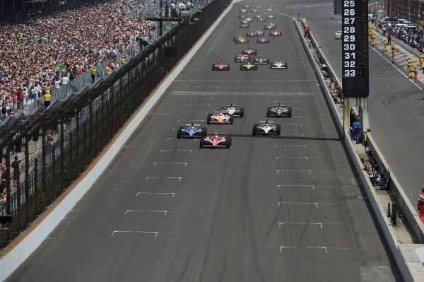 The start of the Indy 500.IndyCar Series, Rd5, Indianapolis 500, Indianapolis Motor Speedway, Indianapolis, USA, 29 May 2011.