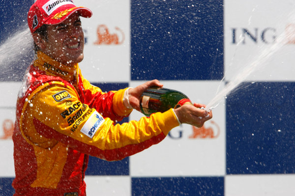 Sunday Race. 7th June 2009. Lucas Di Grassi (BRA, Fat Burner Racing Engineering) celebrates his victory on the podium. World Copyright: Charles Coates/ GP2 Series Media Service.Ref: _26Y5690 jpg