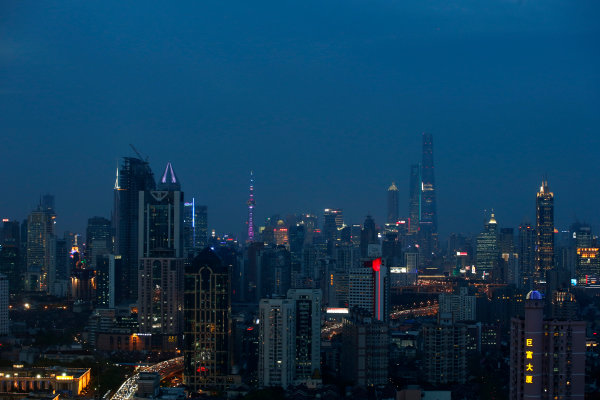 Shanghai International Circuit, Shanghai, China. Wednesday 8 April 2015. View over Shanghai at night. World Copyright: Glenn Dunbar/LAT Photographic. ref: Digital Image _W2Q0302