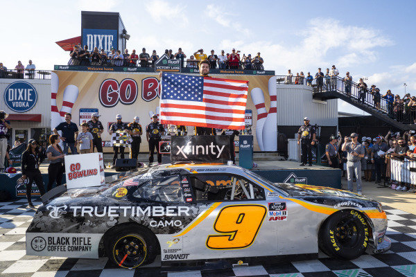 #9: Noah Gragson, JR Motorsports, Chevrolet Camaro Bass Pros Shops/TrueTimber/BRCC in victory lane