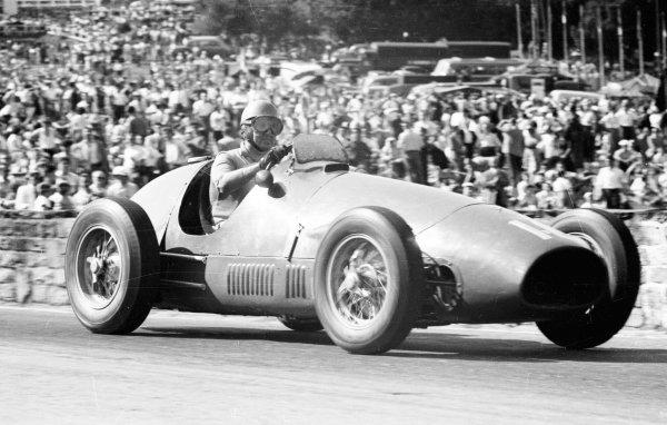 1953 Belgian Grand Prix.Spa-Francorchamps, Belgium. 19-21 June 1953.Alberto Ascari (Ferrari 500) 1st position.Ref-53/57 #23A.World Copyright - LAT Photographic