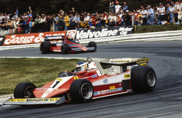 Carlos Reutemann, Ferrari 312T3 leads Niki Lauda, Brabham BT46 Alfa Romeo.