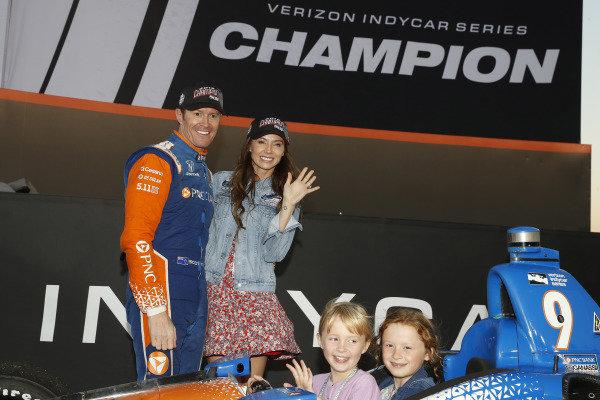 Champion Scott Dixon, Chip Ganassi Racing Honda, wife Emma and Kids Tilly and Poppy