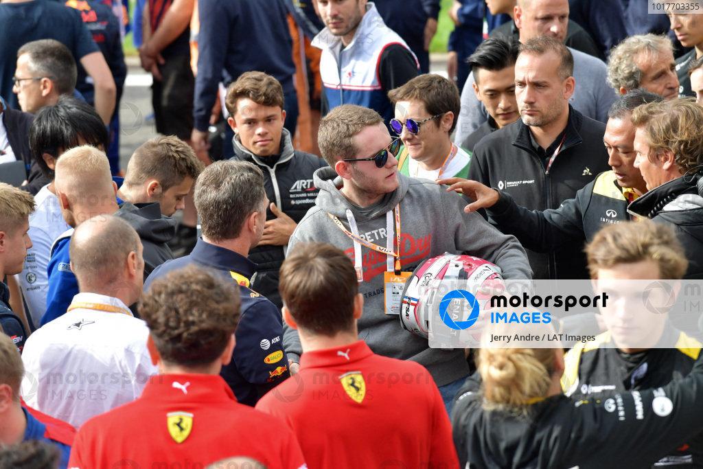 Mia Sharizman Renault Sport Academy Director, comforts the brother of Anthoine Hubert (FRA, BWT ARDEN)