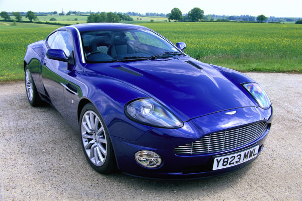 Aston Martin Vanquish, 2001. Silverstone, England.