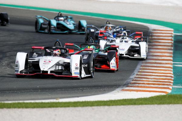 Neel Jani (CHE), Tag Heuer Porsche, Porsche 99x Electric leads Lucas Di Grassi (BRA), Audi Sport ABT Schaeffler, Audi e-tron FE06 and Edoardo Mortara (CHE) Venturi, EQ Silver Arrow 01