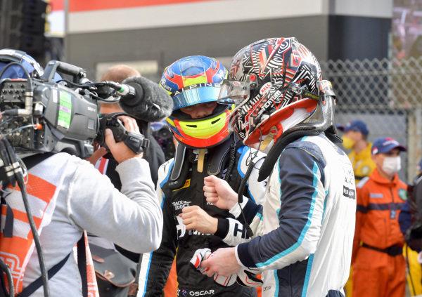 Oscar Piastri (AUS, Prema Racing), congratulates Dan Ticktum (GBR, Carlin), in Parc Ferme