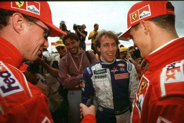 1999 Australian Grand Prix.Albert Park, Melbourne, Australia.5-7 March 1999.Michael Schumacher and Eddie Irvine talk to Ferrari test driver Luca Badoer (Minardi).World Copyright - Photo 4/LAT Photographic