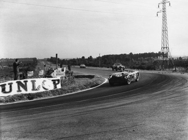 Le Mans, France. 14th - 15th June 1952 Lance Macklin/Peter Collins (Aston Martin DB3 spider), retired, action. World Copyright: LAT Photographic Ref: Autocar Glass Plate C32688.