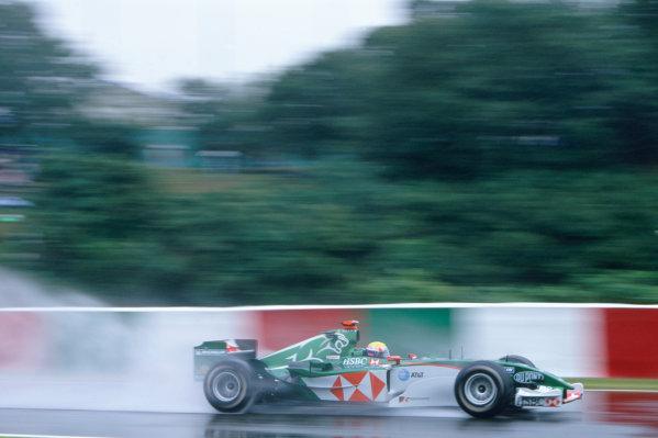 2004 Japanese Grand Prix.Suzuka , Japan 8th - 10th October 2004Mark Webber, Jaguar R5. Action. World Copyright:Peter Spinney/LAT Photographic ref: 35mm Image: A02