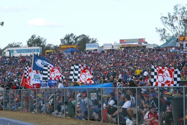 2004 Australian V8 Supercarsrd 6, Queensland Raceway, Brisbane. 4th July.Fans in the grandstand.World Copyright: Mark Horsburgh/LAT Photographicref: Digital Image Only
