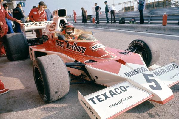 1974 Spanish Grand Prix.Jarama, Spain. 28 April 1974.Emerson Fittipaldi (McLaren M23-Ford), 3rd position.World Copyright: LAT Photographicref: 35mm Transparency Image