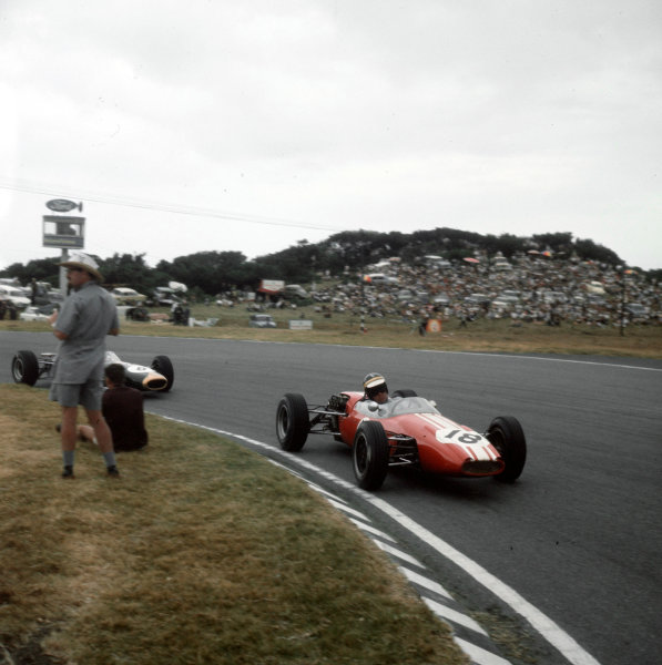 East London, South Africa.30/12/64-1/1/1965.Paul Hawkins (Brabham BT10 Ford).Ref-3/1498.World Copyright - LAT Photographic
