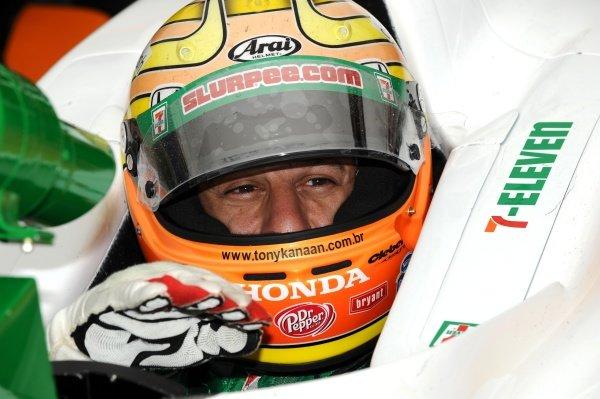 Tony Kanaan (BRA) Andretti Green Racing. IndyCar Series, Rd15, Peak Anti Freeze 300, Chicagoland Speedway, Joliet, Illinois, USA, 29-30 August 2009.