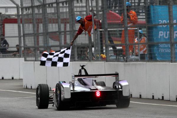 Putrajaya E-Prix, Race. Putrajaya E-Prix, Malaysia - 20th-22nd November 2014. Saturday 22 November 2014. Sam Bird (GBR)/Virgin Racing - Spark-Renault SRT_01E  Photo: Michael Hoyer - Jakob Ebrey/LAT/ Formula E ref: Digital Image EL0G1654
