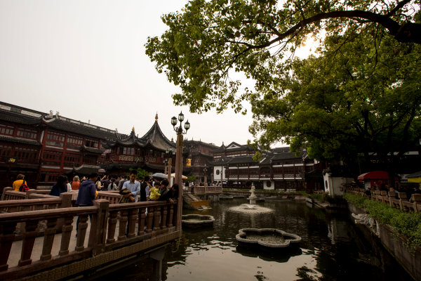 Shanghai International Circuit, Shanghai, China. Wednesday 13 April 2016. A view of the Yu Gardens in Shanghai. World Copyright: Zak Mauger/LAT Photographic ref: Digital Image _L0U3735