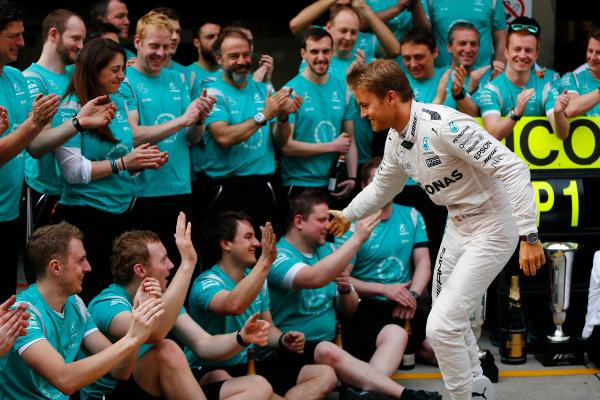 Shanghai International Circuit, Shanghai, China. Sunday 17 April 2016. Nico Rosberg, Mercedes AMG, 1st Position, celebrates with his team. World Copyright: Andy Hone/LAT Photographic ref: Digital Image _ONY5769