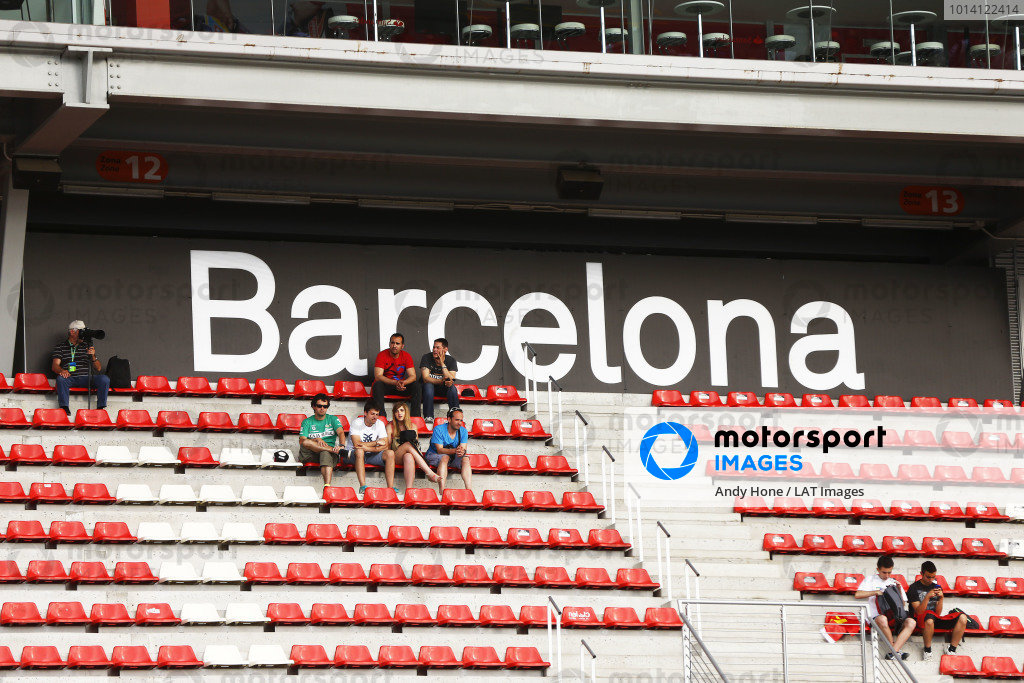 Circuit de Catalunya, Barcelona, Spain. Thursday 8 May 2014. Fans in the grandstands. World Copyright: Andy Hone/LAT Photographic. ref: Digital Image _ONY7809