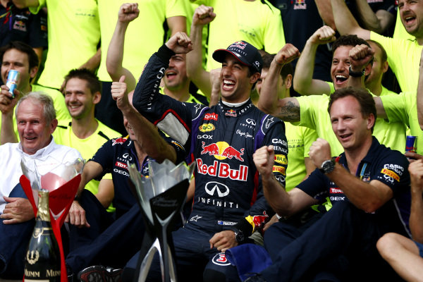 Circuit Gilles Villeneuve, Montreal, Canada. Sunday 8 June 2014. Daniel Ricciardo, Red Bull Racing, 1st Position, celebrates victory with his team. World Copyright: Andy Hone/LAT Photographic. ref: Digital Image _ONY3183