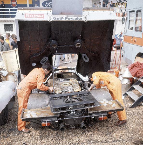1970 Le Mans 24 Hours Le Mans, France. 13-14th June 1970 Gulf Porsche Team World Copyright: LAT Photographic Ref: 70MFLM01.