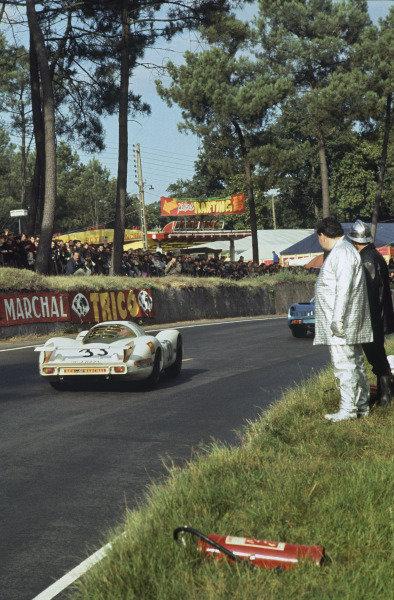 Le Mans, France. 28 - 29 September 1968 Rolf Stommelen/Jochen Neerspasch (Porsche 908), 3rd position, action. World Copyright: LAT Photographic Ref:  68LM43