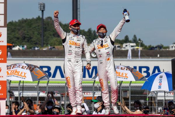 GT500 Winners Naoki Yamamoto & Tadasuke Makino, Stanley Team Kunimitsu, Honda NSX-GT GT500, celebrate on the podium