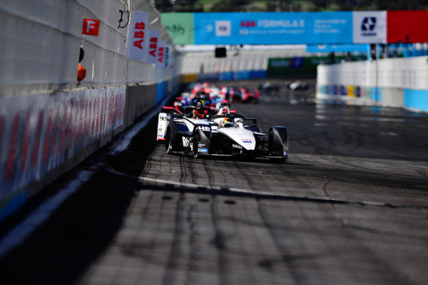 Edoardo Mortara (CHE), Venturi Racing, Silver Arrow 02, leads Pascal Wehrlein (DEU), Tag Heuer Porsche, Porsche 99X Electric