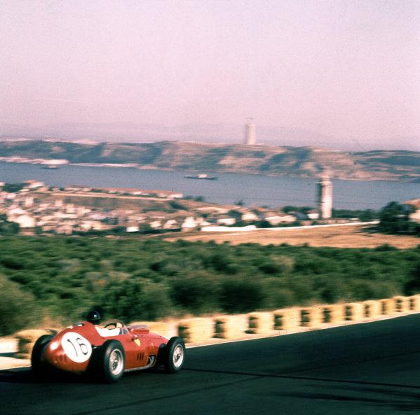 1959 Portuguese Grand Prix.Monsanto, Lisbon, Portugal.21-23 August 1959.Dan Gurney (Ferrari Dino 246) 3rd position.Ref-3/0173.World Copyright - LAT Photographic