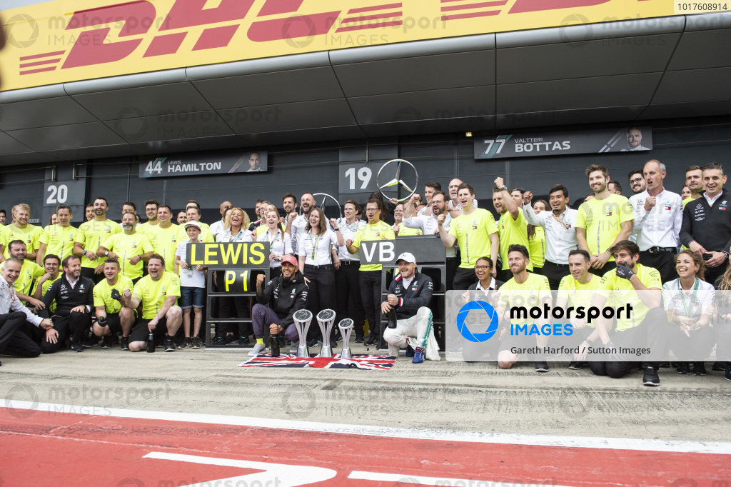 Lewis Hamilton, Mercedes AMG F1, 1st position, Valtteri Bottas, Mercedes AMG F1, 2nd position, and the Mercedes team celebrate