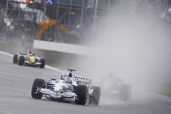 Nick Heidfeld, BMW Sauber F1.08 leads Fernando Alonso, Renault R28 and Nelson Piquet Jr., Renault R28.