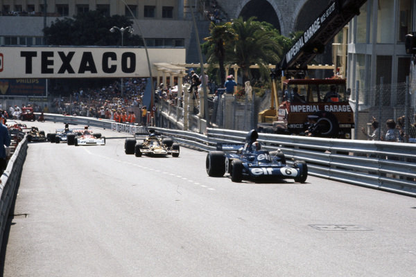 François Cevert, Tyrrell 006 Ford leads Ronnie Peterson, Lotus 72E Ford and Clay Regazzoni, BRM P160E.