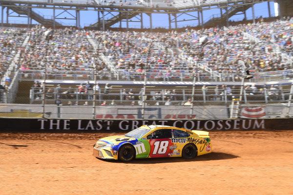 #18: Kyle Busch, Joe Gibbs Racing, Toyota Camry M&M's Messages