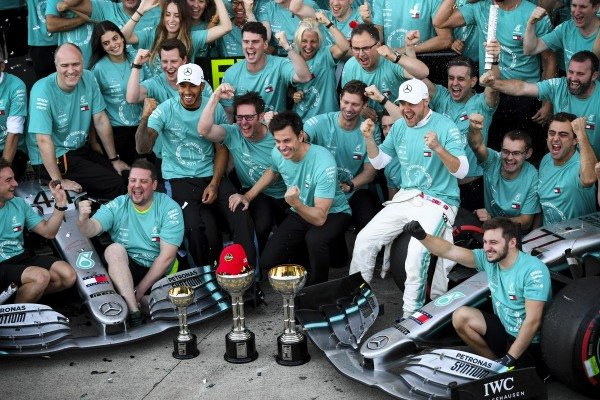 Lewis Hamilton, Mercedes AMG F1 and Race winner Valtteri Bottas, Mercedes AMG F1 during the team photograph