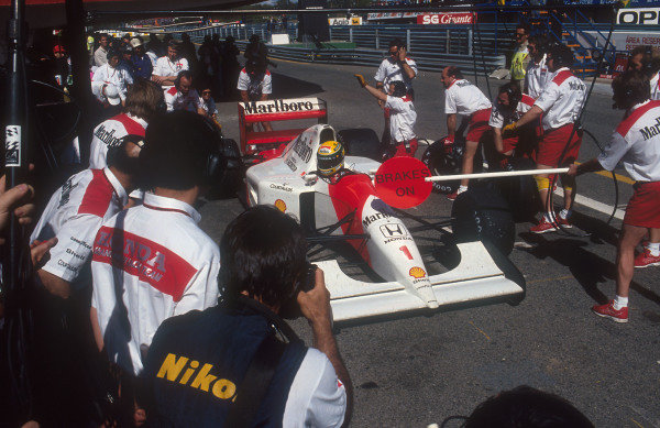 1992 Portuguese Grand Prix.Estoril, Portugal.25-27 September 1992.Ayrton Senna (McLaren MP4/7A Honda) taking one of his three pitstops, after enduring serious tyre wear problems on the way to 3rd position.Ref-92 POR 05.World Copyright - LAT Photographic