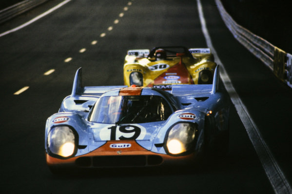 Richard Attwood / Herbert Müller, John Wyer Automotive Engineering, Porsche 917 K, leads Louis Cosson / Helmut Leuze, Louis Cosson, Porsche 908/02.