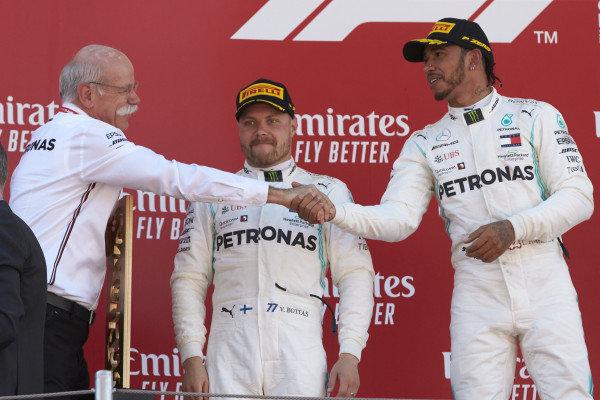 Dr Dieter Zetsche, CEO, Mercedes Benz, shakes hands with Lewis Hamilton, Mercedes AMG F1, 1st position