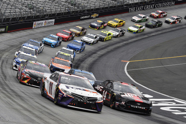 #11: Denny Hamlin, Joe Gibbs Racing, Toyota Camry FedEx Freight and #14: Clint Bowyer, Stewart-Haas Racing, Ford Mustang Haas Automation