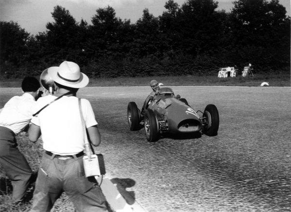 1952 Italian Grand Prix Monza, Italy. 7 September 1952 Ferrari's first World Champion Alberto Ascari (Ferrari 500 F2) winning at home. Exhibition ref: a085. Ref-52/41/32A World Copyright - LAT Photographic