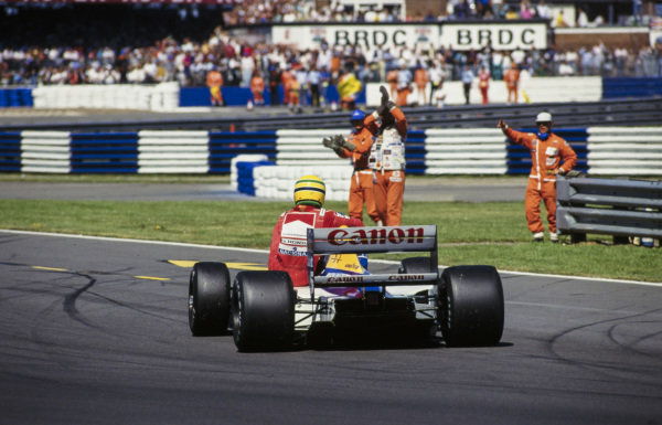 Ayrton Senna receives a lift back to the pits from Nigel Mansell, Williams FW14 Renault. Marshals applaud.