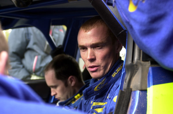 2001 World Rally Championship. Argentina May 3rd-6th, 2001 Richard Burns at Mina Clavero service. Photo: Ralph Hardwick/LAT