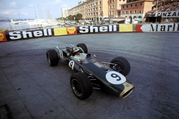 Race winner Denny Hulme (NZL) Brabham Repco BT20. Formula One World Championship, Rd2, Monaco Grand Prix, Monte-Carlo, Monaco. 7 May 1967. BEST IMAGE