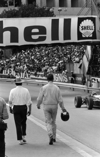Dan Gurney and Team Manager Bill Dunne walk back to the pits.