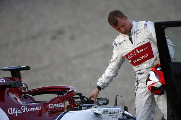 Kimi Raikkonen, Alfa Romeo Racing C38 stops on track