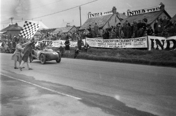 Charlie Dodson / Freddie Dixon, Riley TT Sprite, cross the line and take the chequered flag.