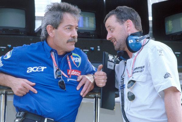 2001 Brazilian Grand PrixInterlagos, Sao Paulo. 30th March - 1st April.John Walton, Prost talks to Paul Stoddart, Minardi. Portrait.World Copyright: LAT Photographicref: 35mm Image