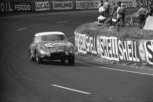 Le Mans, France. 19th - 20th June 1965.Paddy Hopkirk/Andrew Hedges (MGB), 11th position, action. World Copyright: LAT Photographic.Ref: 1062 - 35A-36.