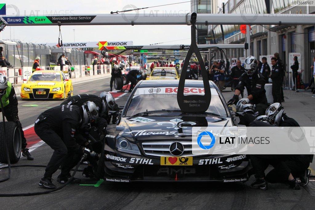 Gary Paffett (GBR), Thomas Sabo AMG Mercedes C-Klasse (2009), pit stop.DTM, Rd8, Oschersleben, Germany, 16-18 September 2011 Ref: Digital Image dne1117se529
