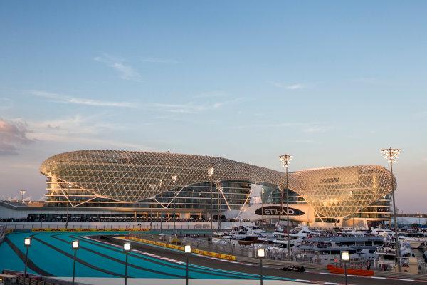 Yas Marina Circuit, Abu Dhabi, United Arab Emirates. Sunday 29 November 2015. Nico Hulkenberg, Force India VJM08 Mercedes. World Copyright: Zak Mauger/LAT Photographic ref: Digital Image _L0U8409