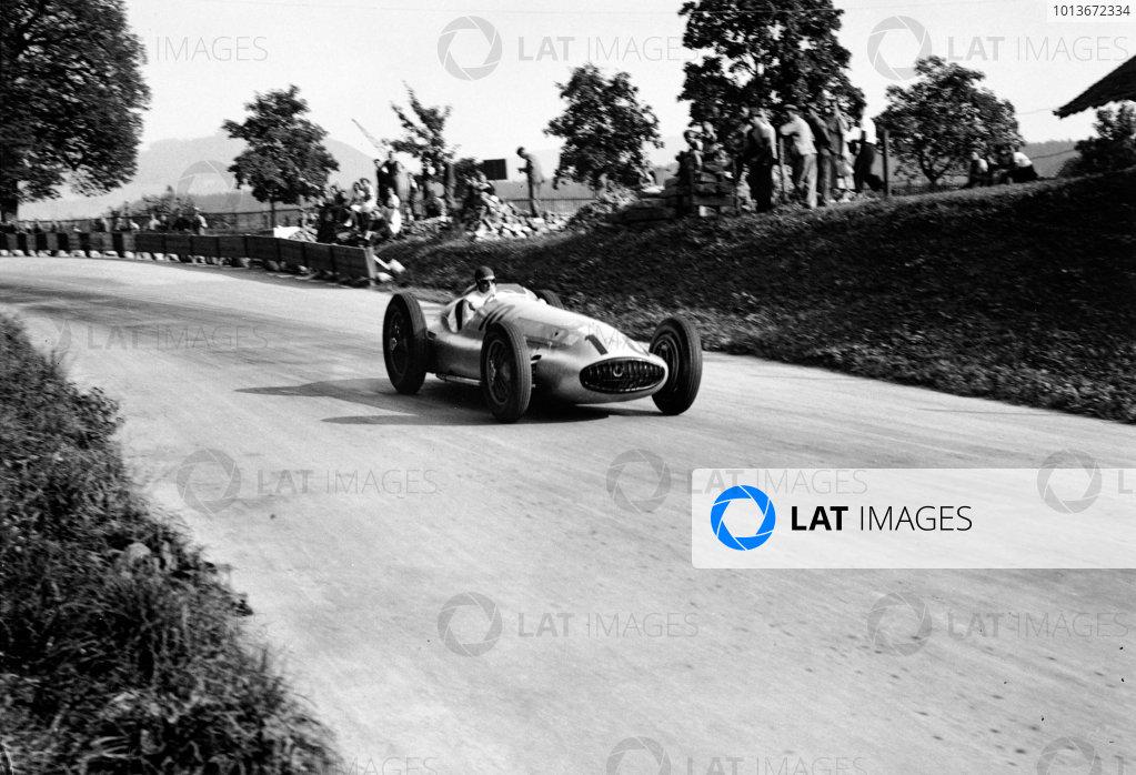 Bremgarten, Berne, Switzerland. 20th August 1939.Manfred von Brauchitsch (Mercedes-Benz W154), 3rd position, action. World Copyright: LAT Photographic.Ref:  39CHRF